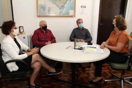 Reunião para obtenção de recursos em Porto Alegre.