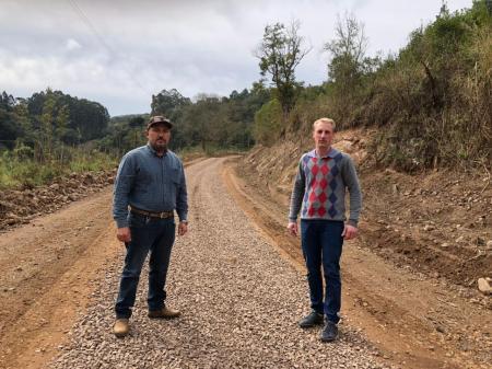 Recuperação das Estradas Municipais.